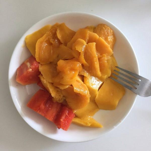 Манго просто мед! А папая на смак як суміш гарбуза і дині.
